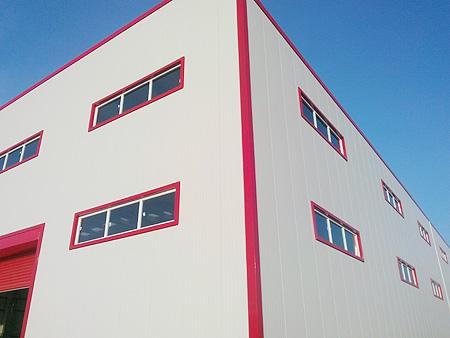 Fabrika, depo veya hangar gibi yüksek tavanlı yerlerde ışın tipi (bim) duman dedektörü kullanılır